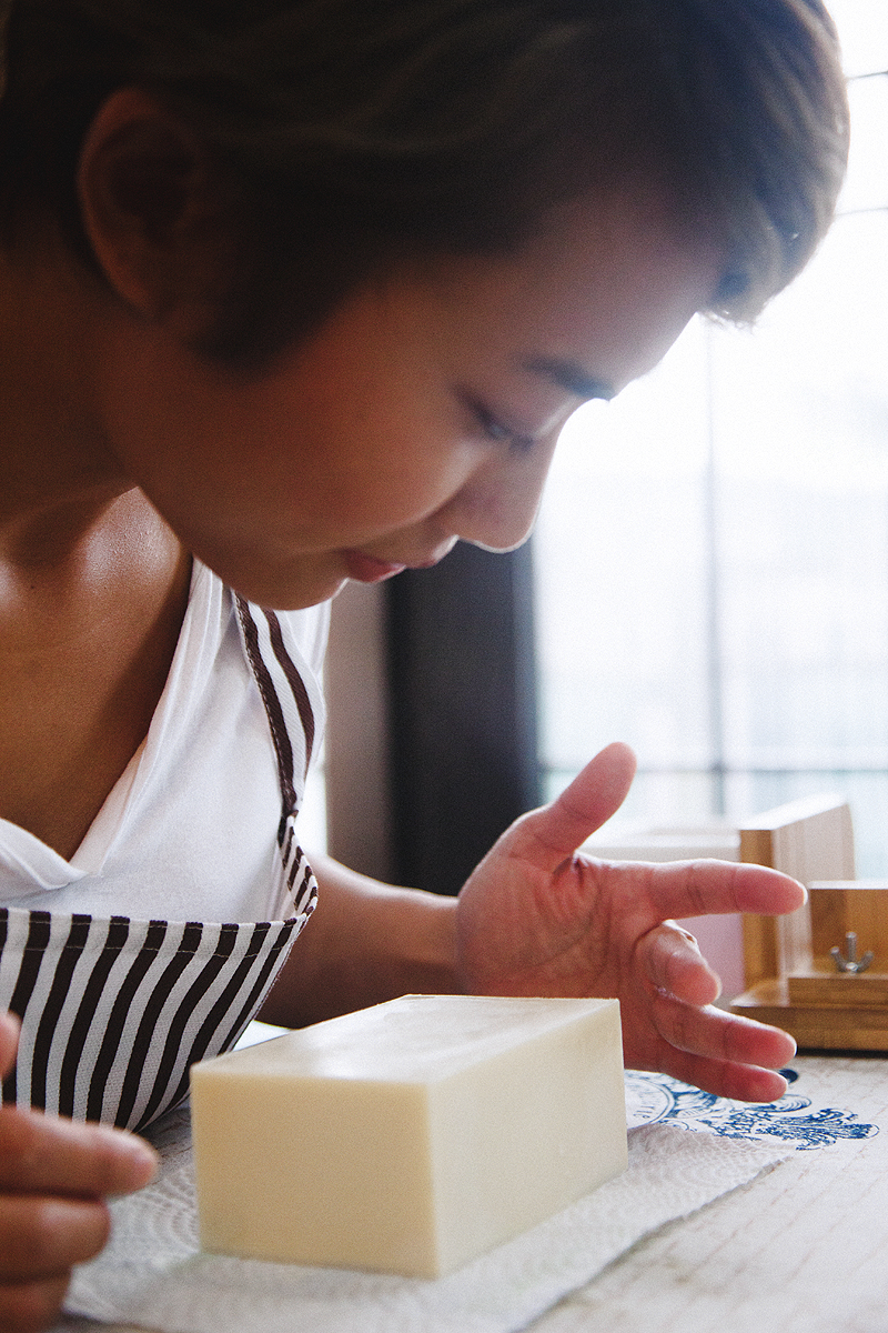 JC CREATIVE 女性攝影師    台北推薦婚攝 女力 人像寫真    華德福 自然風格 手感溫度 親子家庭  香港手工肥皂 天然肥皂 H & H 品牌拍攝  母子  圖像00056.JPG