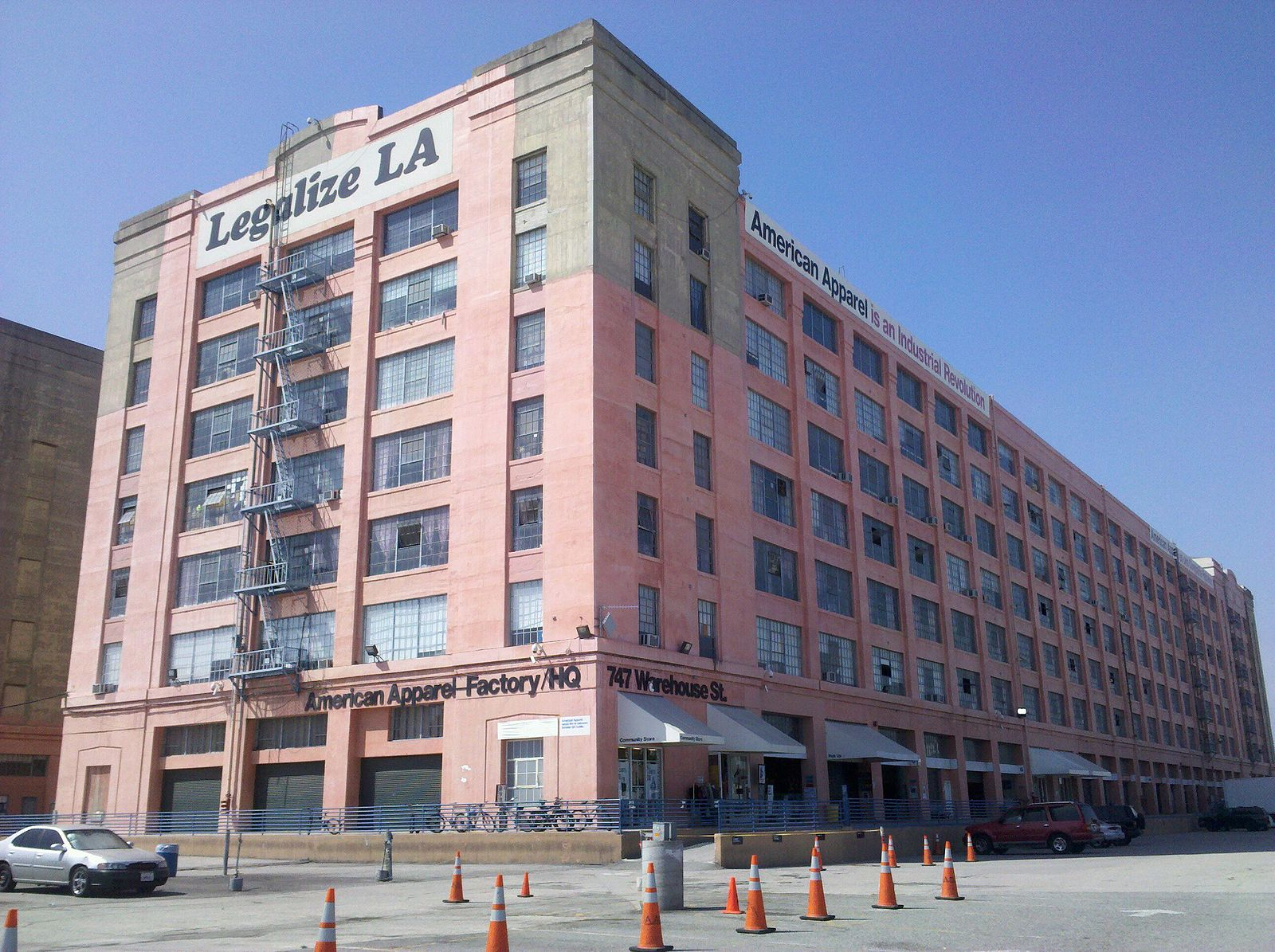 https://commons.wikimedia.org/wiki/File:American_Apparel_Factory_HQ_-_panoramio.jpg
