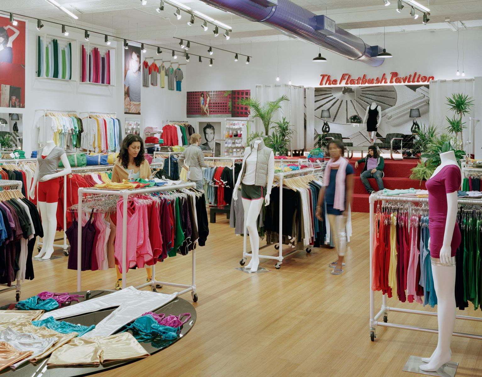 https://storify.com/kroessler/american-apparel-s-store-layout