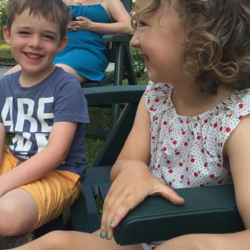 Børn i Bigios have