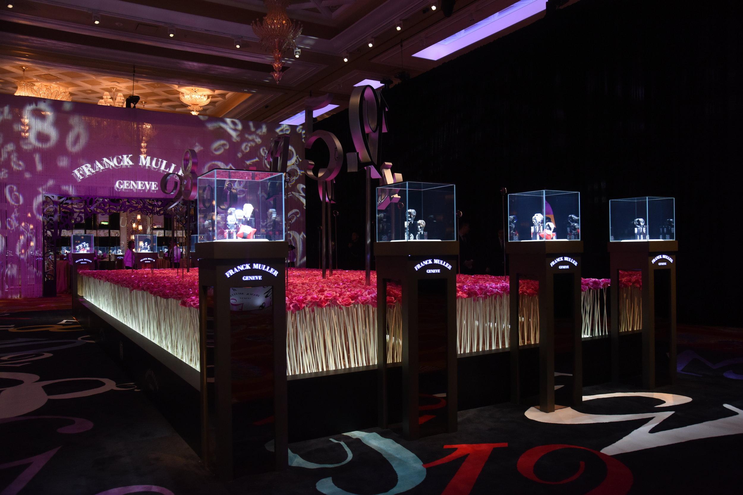 55. FRANCK MULLER®在場內中央位置設置長達超過30呎的玫瑰花海並展出多款極至奢華名錶.JPG