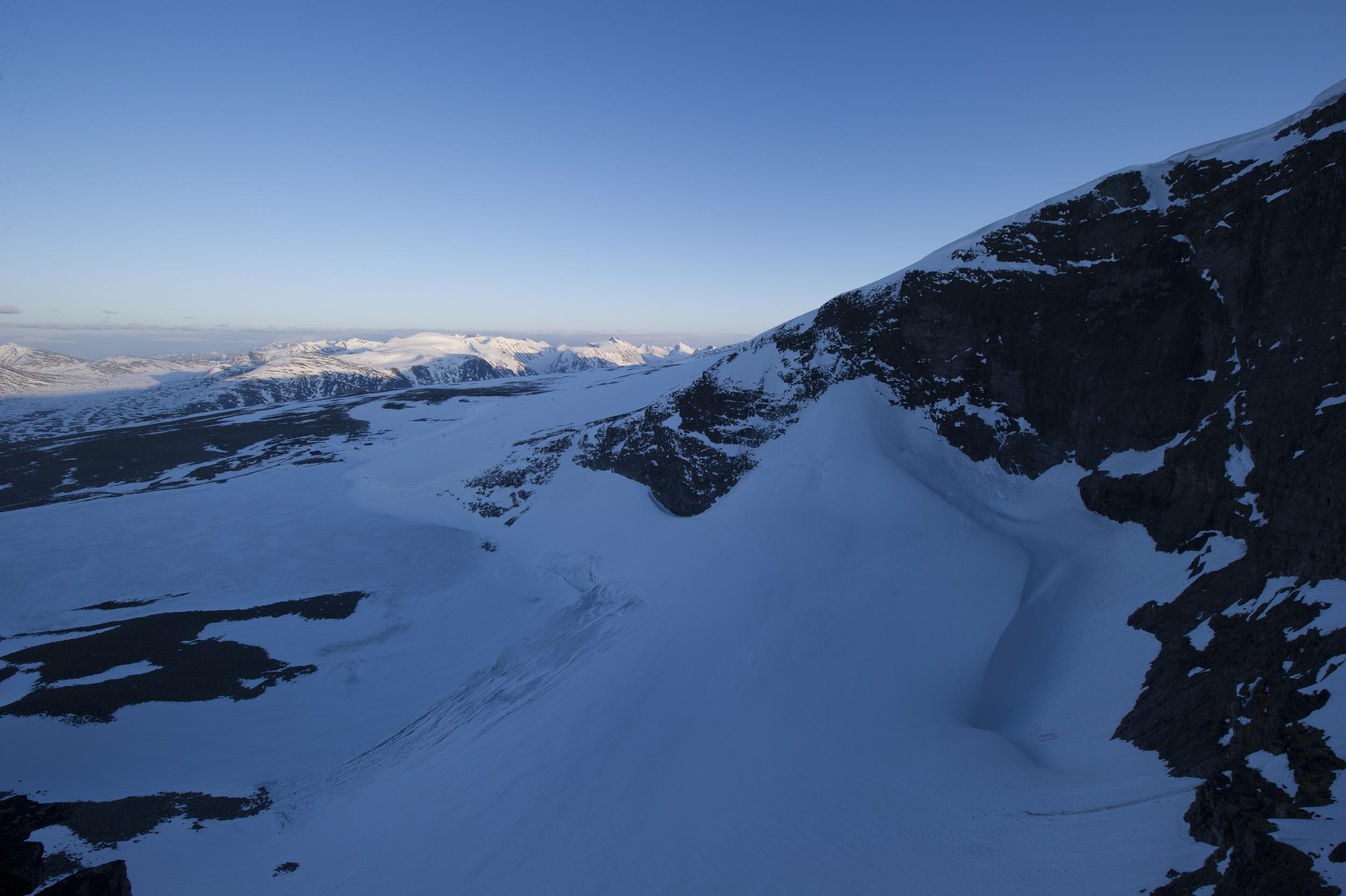 På veg opp med utsikt ned i Kjelen. Foto: Johan Wildhagen