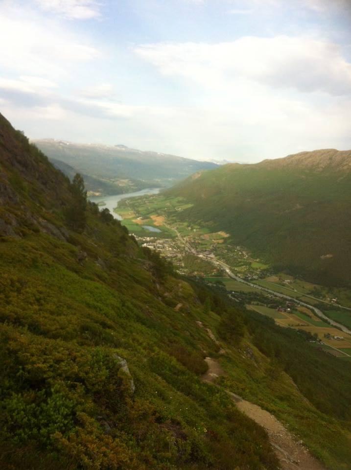 Turen oppover lia mot Smithbua er frodig og gjev god utsikt.