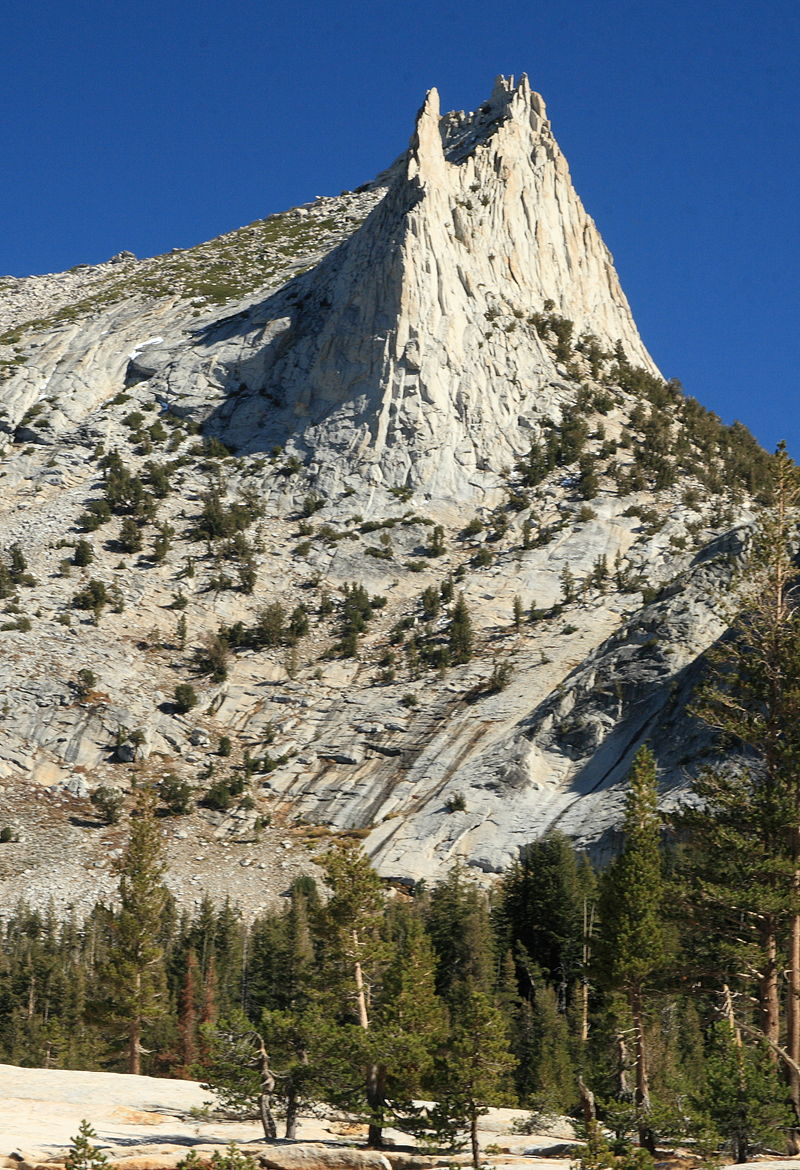 800px-The_spiny_crown_of_Cathedral_Peak,_Yosemite_National_Park,_California.jpg