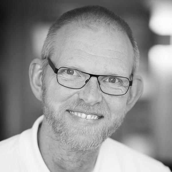 Pär Svensson  Teknikchef   E-post:    par.svensson@office.se    Tel:   035-241 00 37