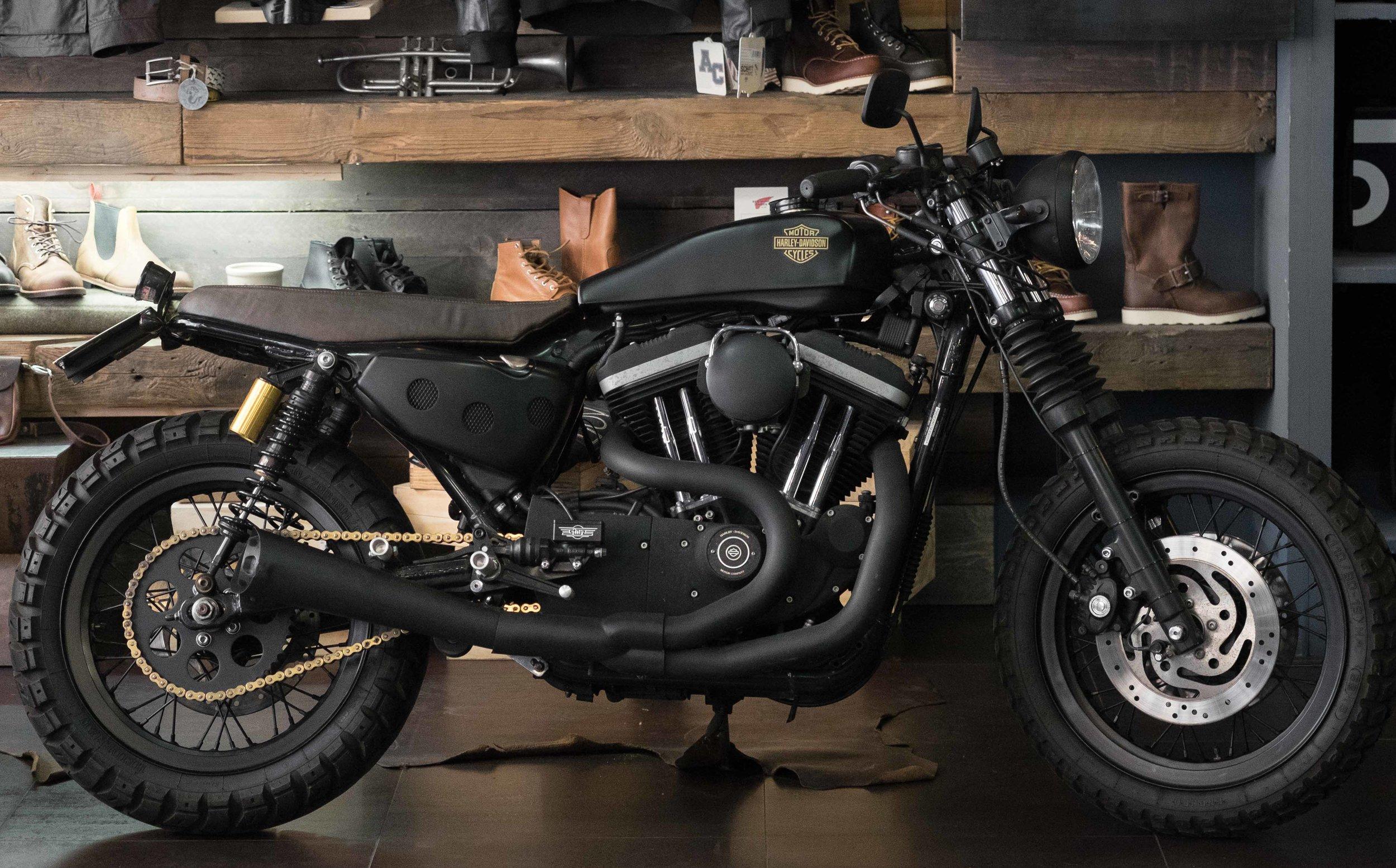Marca: Harley Davidson Modello: 883R Prezzo: SOLD OUT  00 19