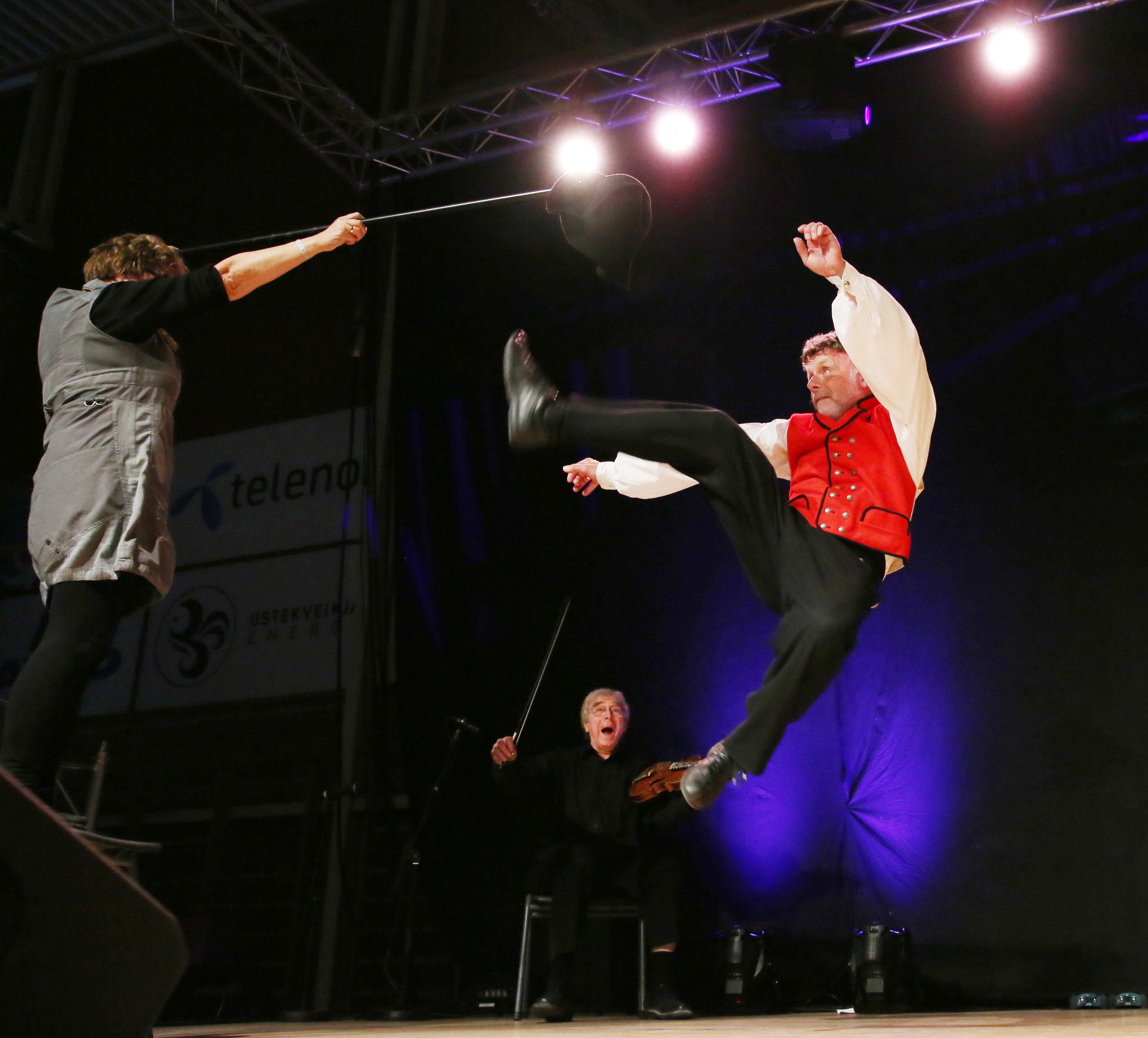 The halling dancer Vidar Underseth and fiddler Sigmund Eikås in action.