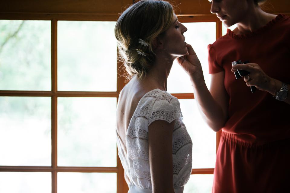 Préparation chignon mariage & maquillage mariée