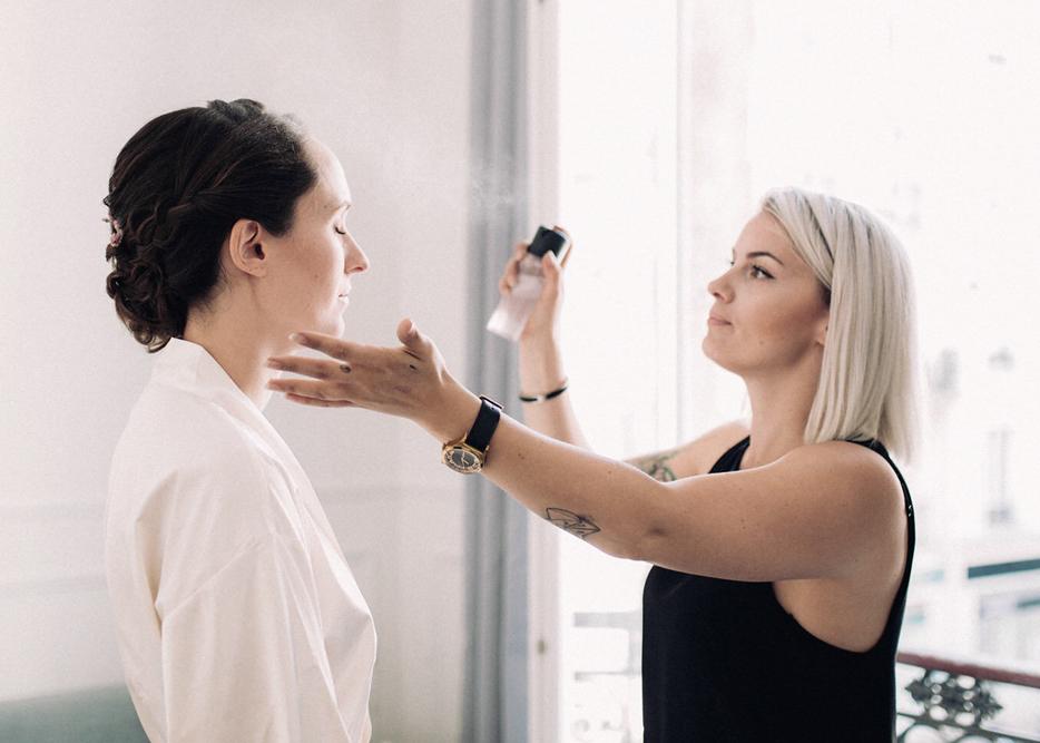 MISE EN BEAUTÉ - Nous proposons des prestations de coiffure et maquillage à domicile, au bureau ou sur le lieu de votre événement pour la préparation d'invités, de personnalités ou de membres de l'équipe d'un événement.Coiffure expressMaquillage expressMise en beauté VIP
