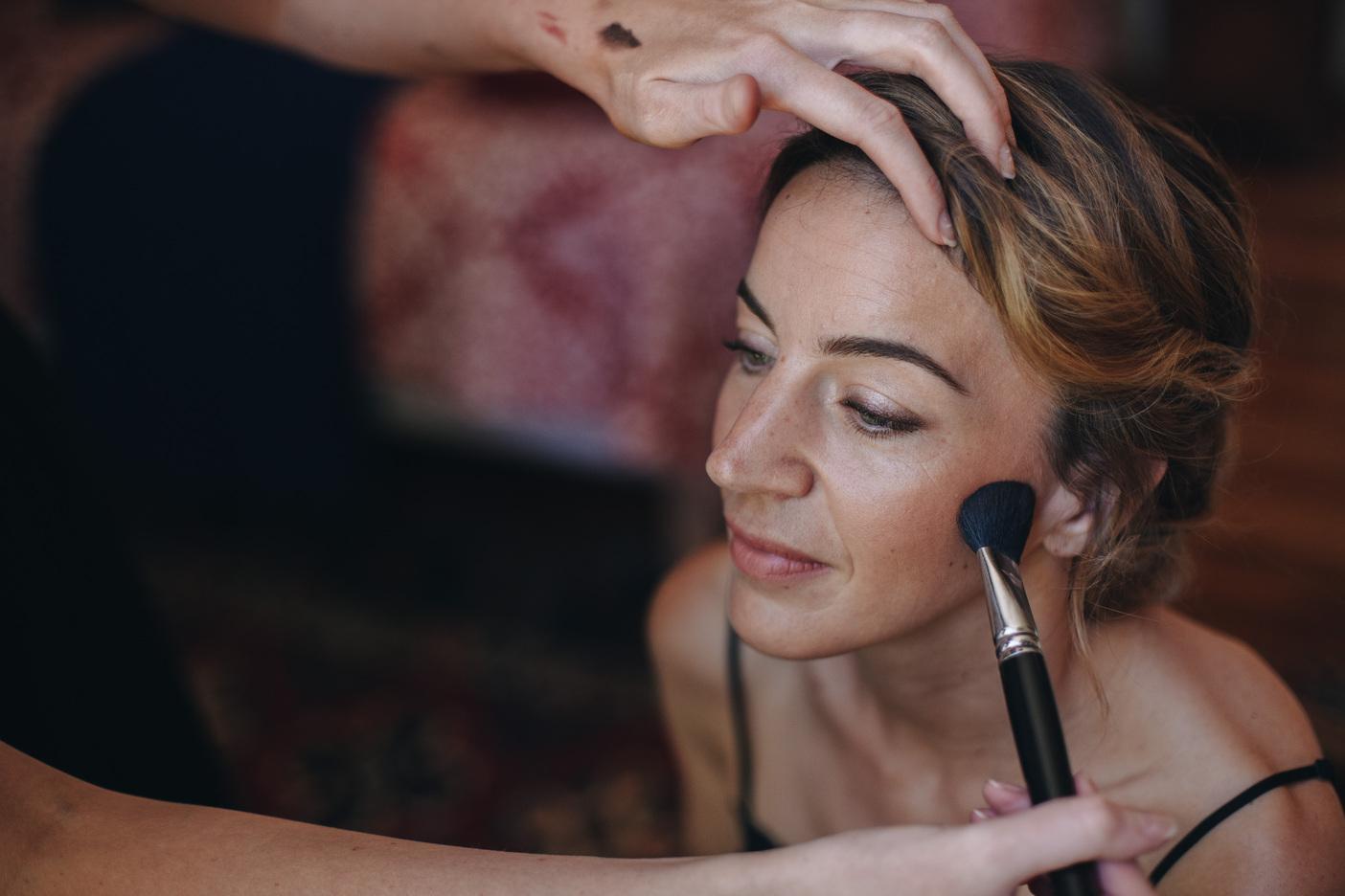 coiffure-maquillage-naturel-chignon-flou