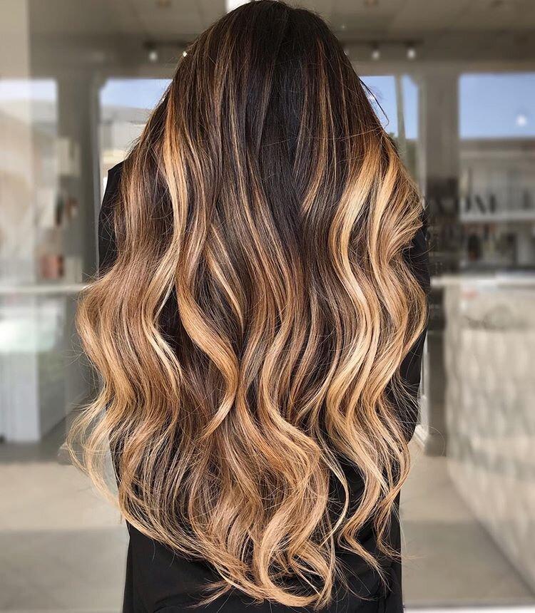 Meche miel sur cheveux boucles