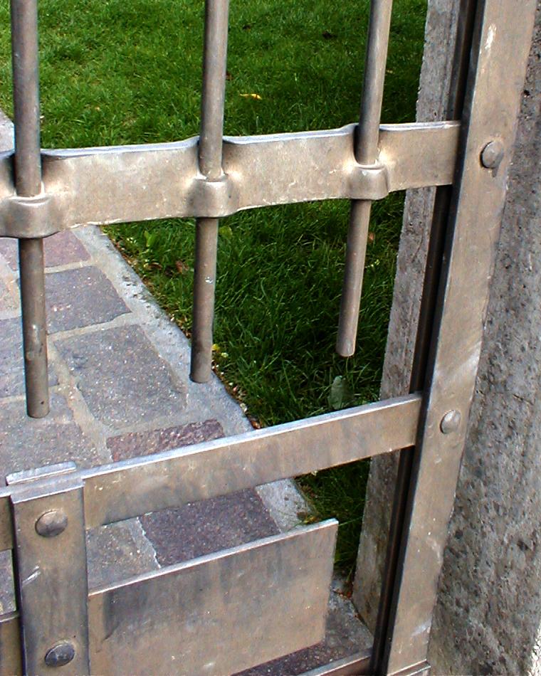 est cancello booo 03.jpg