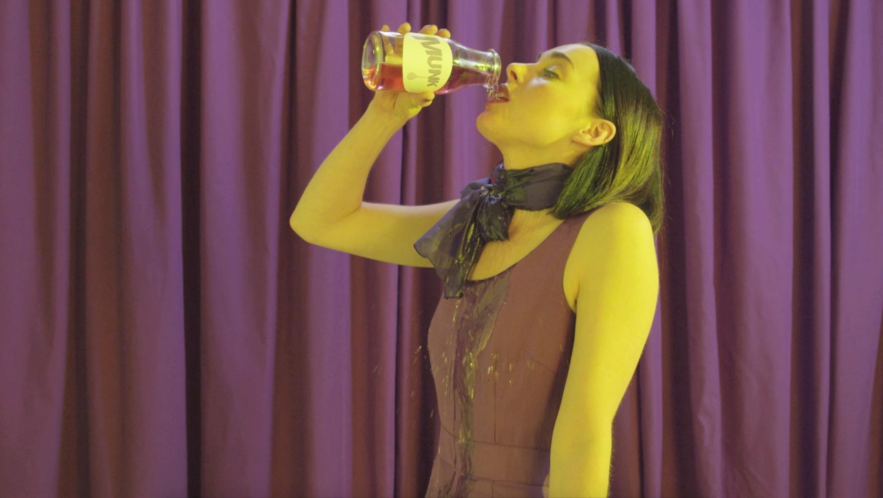 MUNK - HAPPINESS JUICE  2014 Jade Mortimer Films / dir: Jade Mortimer