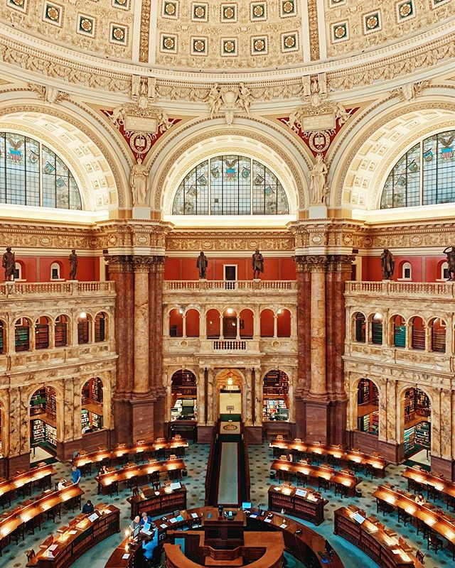 Very few lucky people are allowed to browse the books and read in this reading room. Only the 535 members of congress and their staff to be exact. This is the Library of Congress. By default, the national library of the U.S. and the oldest federal cultural institution in the country. It contains a copy of every book ever published in the U.S. and a total of over 38 million printed books and documents. . . . . . #travel #TLPicks #LiveTravelChannel #tripstagram #traveltuesday #BBCTravel #travelbug #globetrotter #traveldeeper #trip #simplytrafalgar #wanderlust #peoplescreatives #dametraveler #fernweh #vacation #VSCOcam #viaje #dailyescape #natgeo #fodorsonthego #traveladdict #travelstoke  #budgettravel #architecture #skymileslife #whpgoingplaces