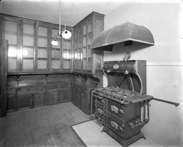 Original Kitchen Photo: Museum of the City of New York