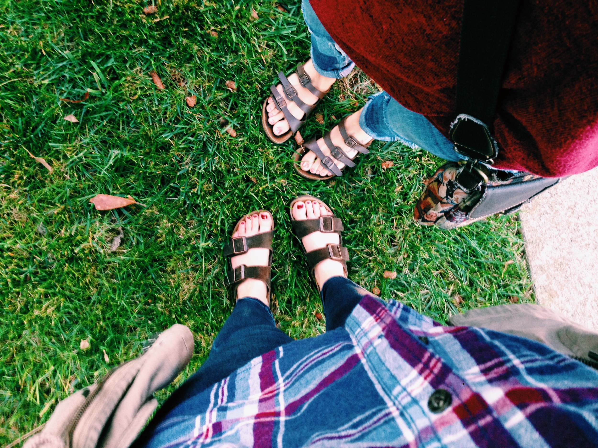 shoutout my iPhone and Alyssa Dickinson's toes and also Birkenstock if you would like to sponsor me pls let me know