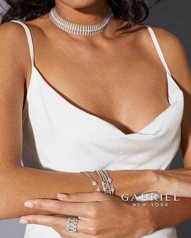 Thanks to white's fresh and crisp aesthetic, it makes a very striking fashion choice when successfully paired with bright, bold white gold accessories.