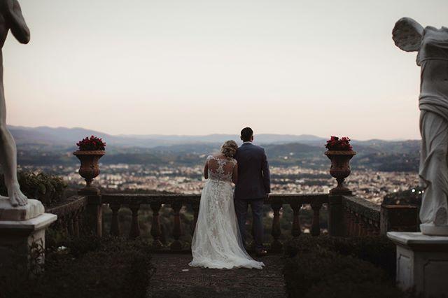 A Beautiful setting in Florence for a special couple⠀⠀⠀⠀⠀⠀⠀⠀⠀ -⠀⠀⠀⠀⠀⠀⠀⠀⠀ -⠀⠀⠀⠀⠀⠀⠀⠀⠀ #junebugweddings #rockmywedding #junebugcommunity #weddingdress #weddings #love #groom #bride #adventurewedding #intimatewedding #justmarried #yourdayyourway #makemoments @rockmywedding @junebugweddings @photobugcommunity @brides @lookslikefilmweddings @wayupnorth