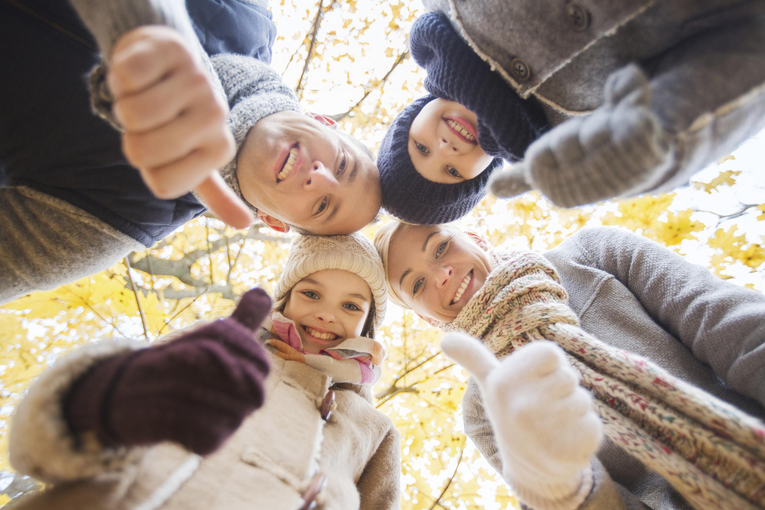 fondation_stock-photo-53457468-happy-family-in-autumn-park.jpg