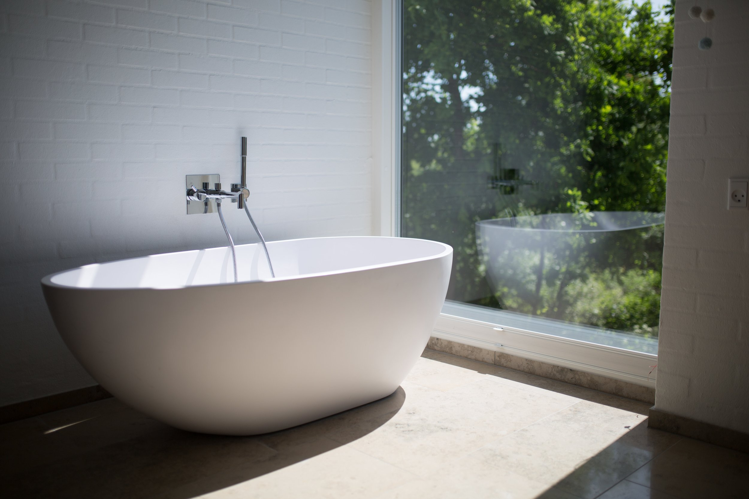 architecture-bathroom-bathtub-1358912.jpg