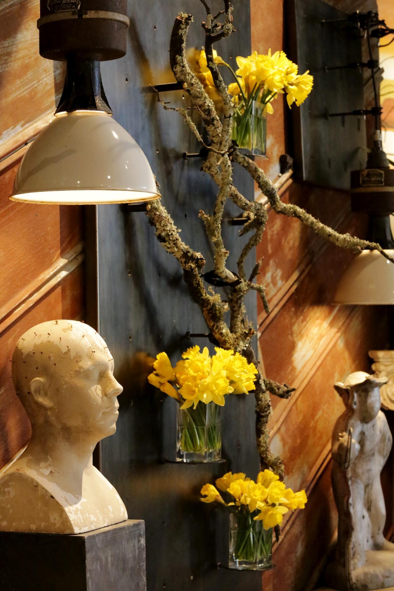 Wall display-daffodils, side (16 of 45).jpg
