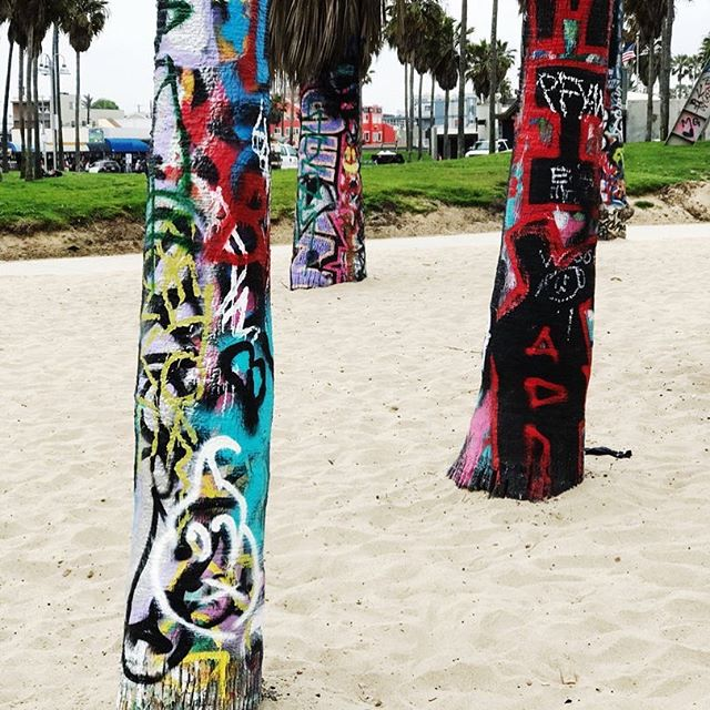 Graffiti on tree trunks. Made me stop. #VeniceBeach. * * * * * #designabrand #everydayibt #abmlifeiscolorful#acolorstory #exploremore #welivetoexplore #livethelittlethings #makemoments #liveunscripted #etsyhandmade #flashesofdelight #feelfreefeed #pursuepretty #chasinglight #thedulcetlife  #createexplore #adventureculture #findyourspot #wheretofindme #graffiti #etsyseller #creativeentrepreneur #creatives #keepitwild #welltravelled