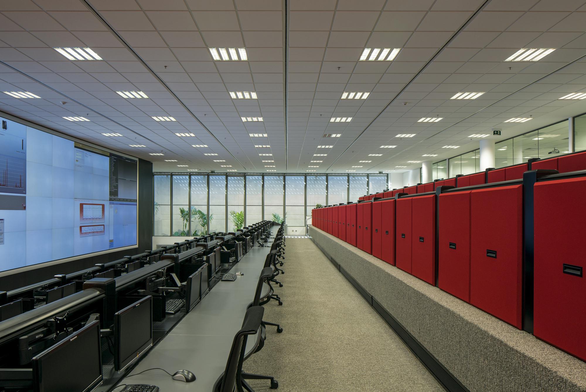 05 Data Center 09.jpg
