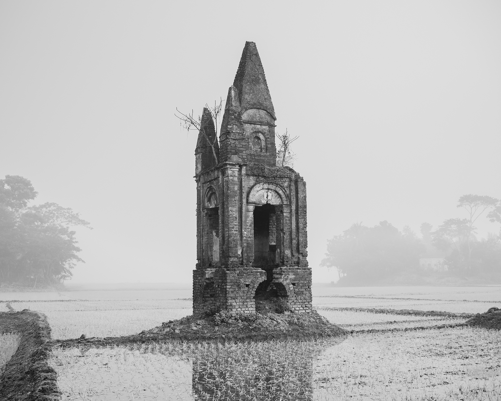 Sarker Protick,  Exodus , Ulpur, Gopalganj, Bangladesh, 2016. Tomb of the queen.
