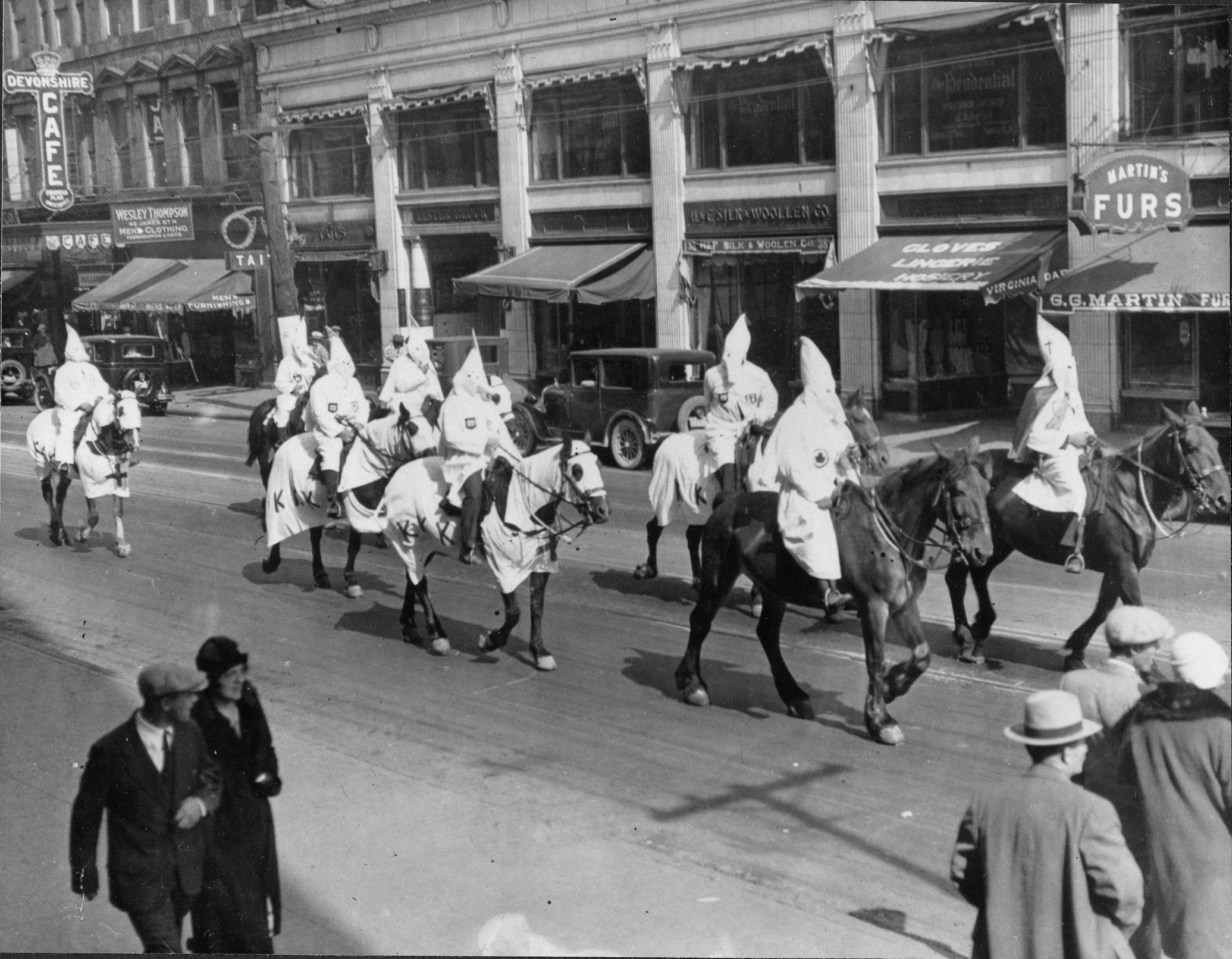 A march of members of the KKK south on James Street North circa 1930, no doubt to draw attention to the Klan, to create a photo opportunity for local newspapers, and to promote membership. Courtesy of the Hamilton Public Library.