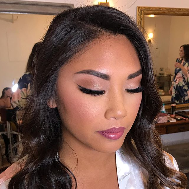 My bride today, Christina 😻 believe it or not- I only used foundation in the center of her face 😛 her skin was so even to begin with so I just brightened a little. Used @tartecosmetics tarteist quick dry matte in the shade #obsessed on her lips 👌🏾 #BridesbyAdrianne // gorg HAIRS by @nadiaroseg