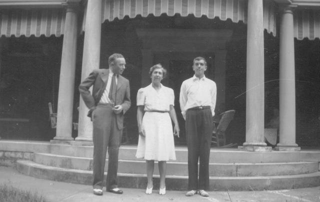 jhoward+hw+and+ike+r.+june+1942.jpg