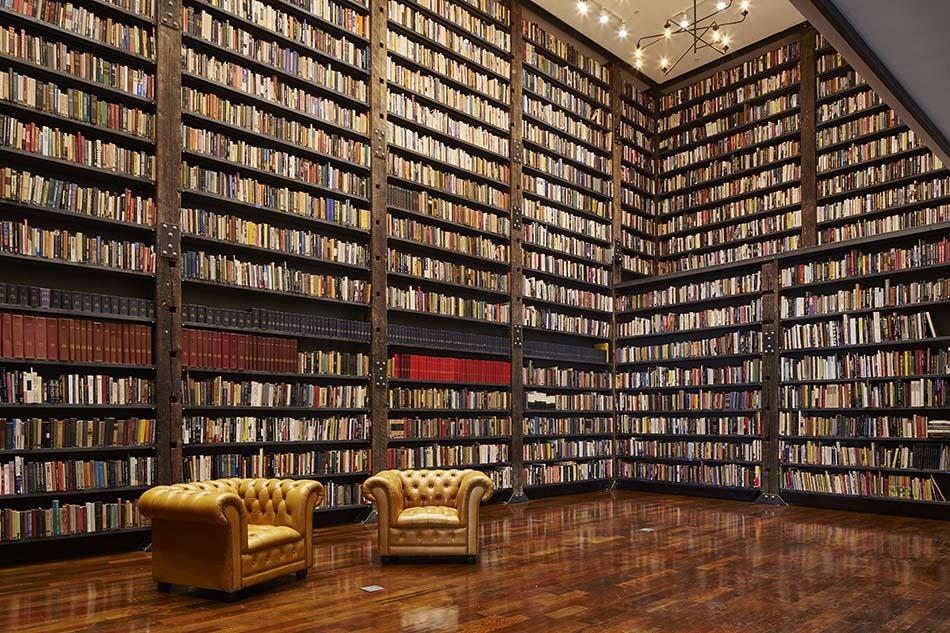 The Johnson Publishing Library at t he Stony Island Arts Bank. Photo by Tom Harris. Courtesy of Rebuild Foundation.