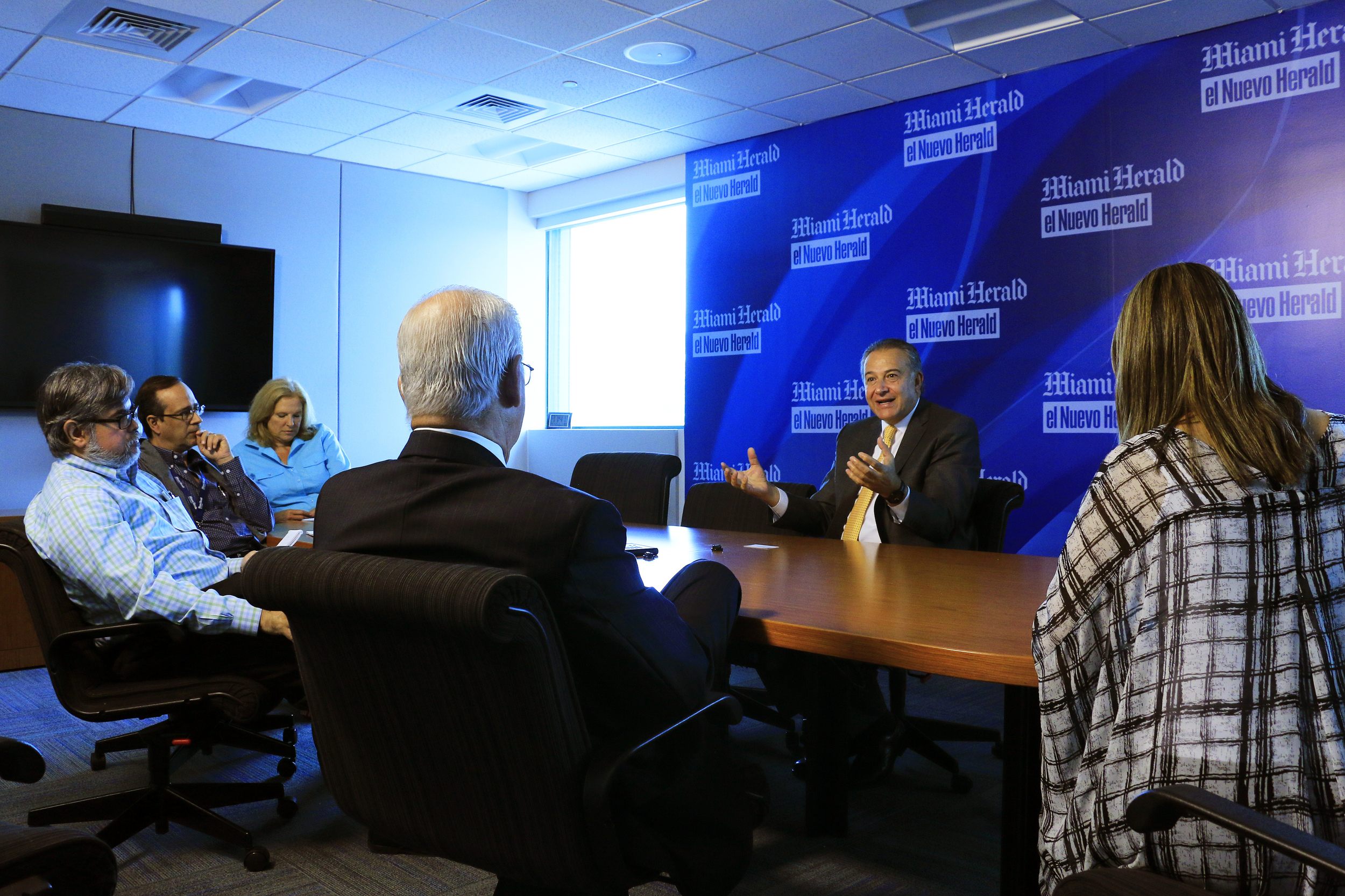 General Oscar Naranjo, member of the negotiating team for the Columbian government, meet with reporters at The Miami Herald to talk about the conflict and resolutions that are ongoing with the FARC guerrillas in Havana on July 11, 2016.