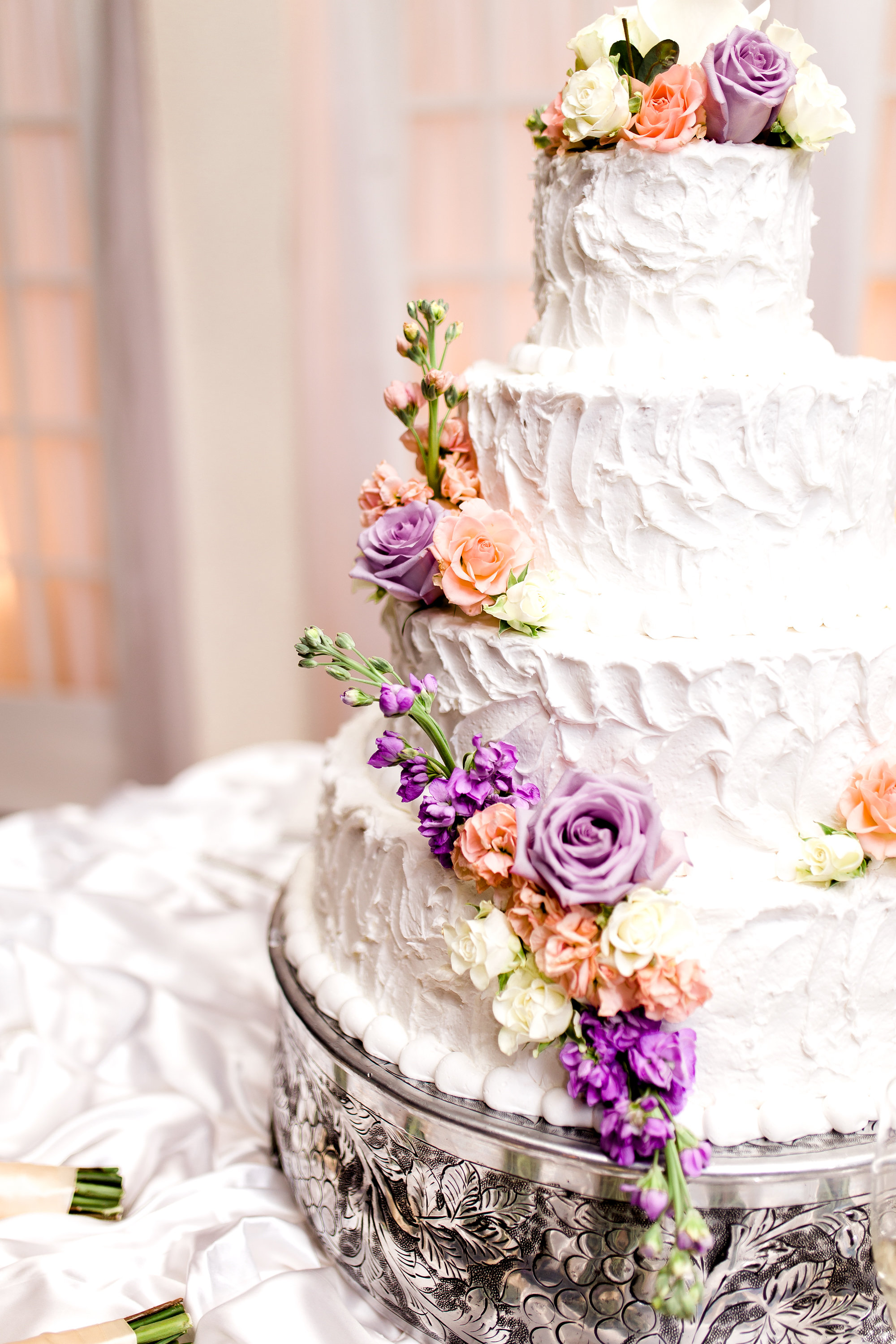 My, oh, my, this cake is gorgeous! Look at those colors. Stunning!    Photo by Kaylie Nicole Photography