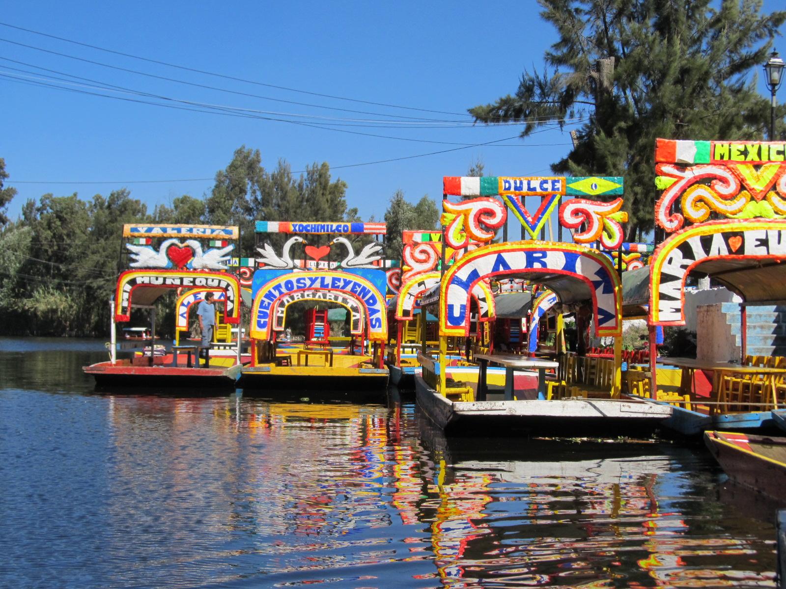 Xochimilco_trajineras.jpg