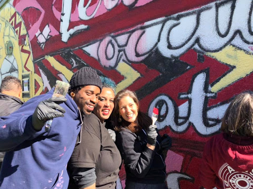 Featured artists (Tim Bluitt and Isabel) share a few smiles and pointers with the Honorable Mayor Libby Schaaf.