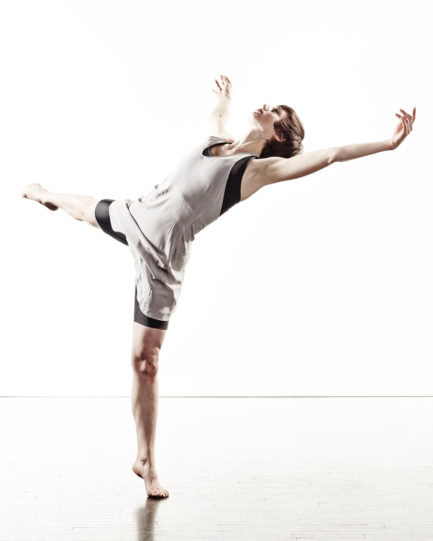 Ririe-Woodbury Derek Israelsen 003 Female Dancer
