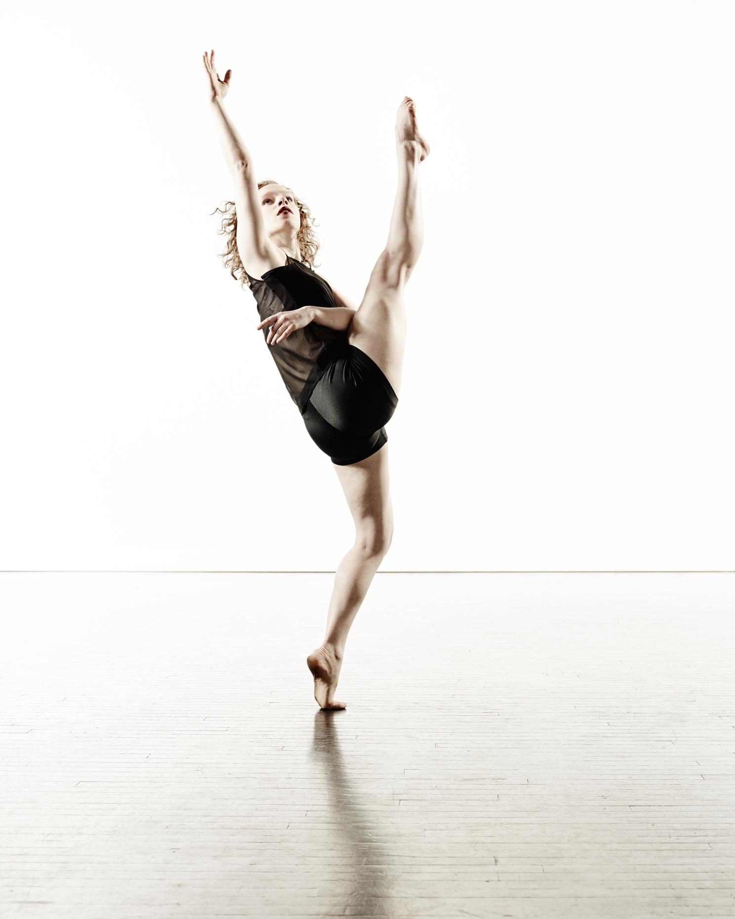 Ririe-Woodbury Derek Israelsen 004 Female Dancer