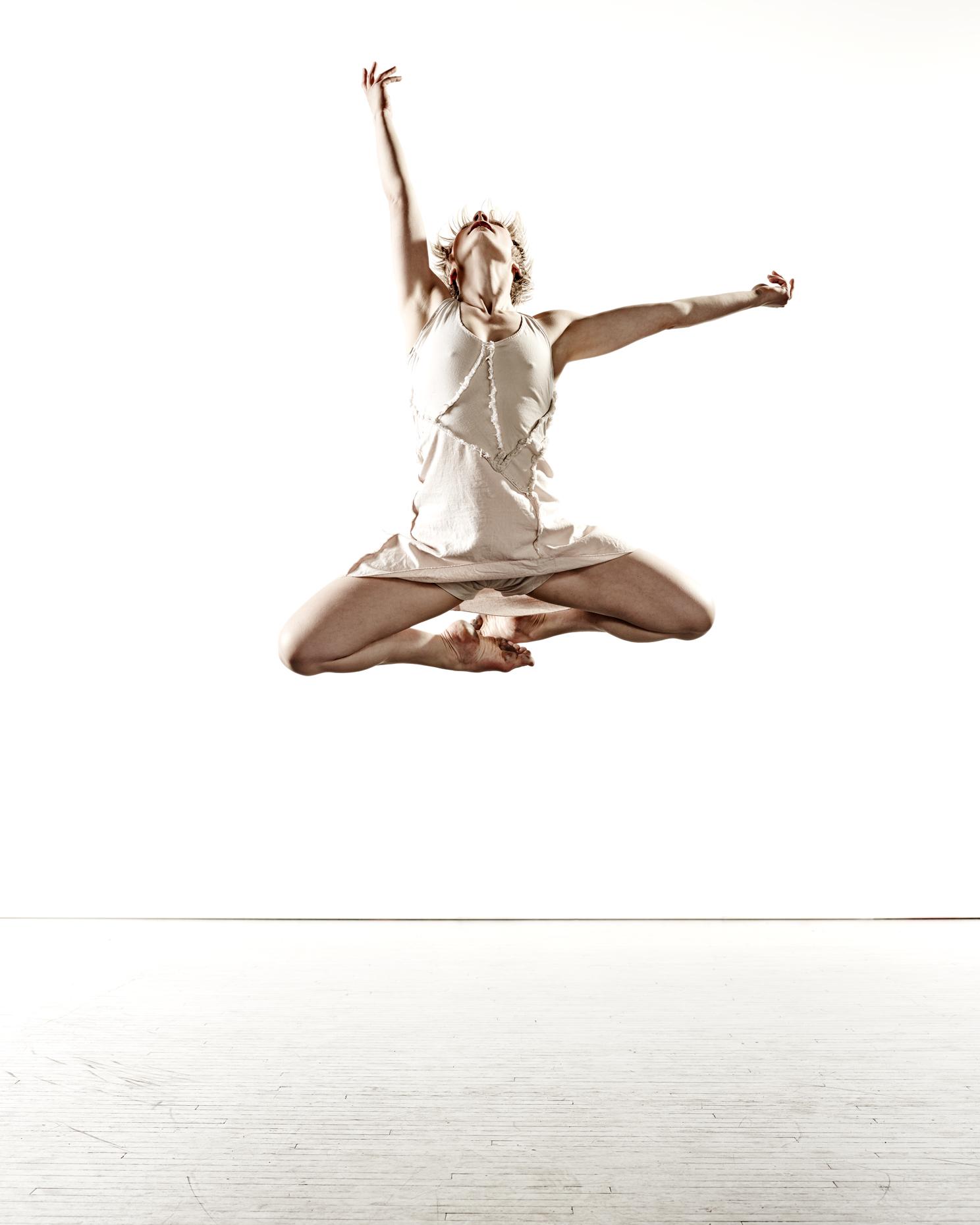 Ririe-Woodbury Derek Israelsen 007 Female Dancer