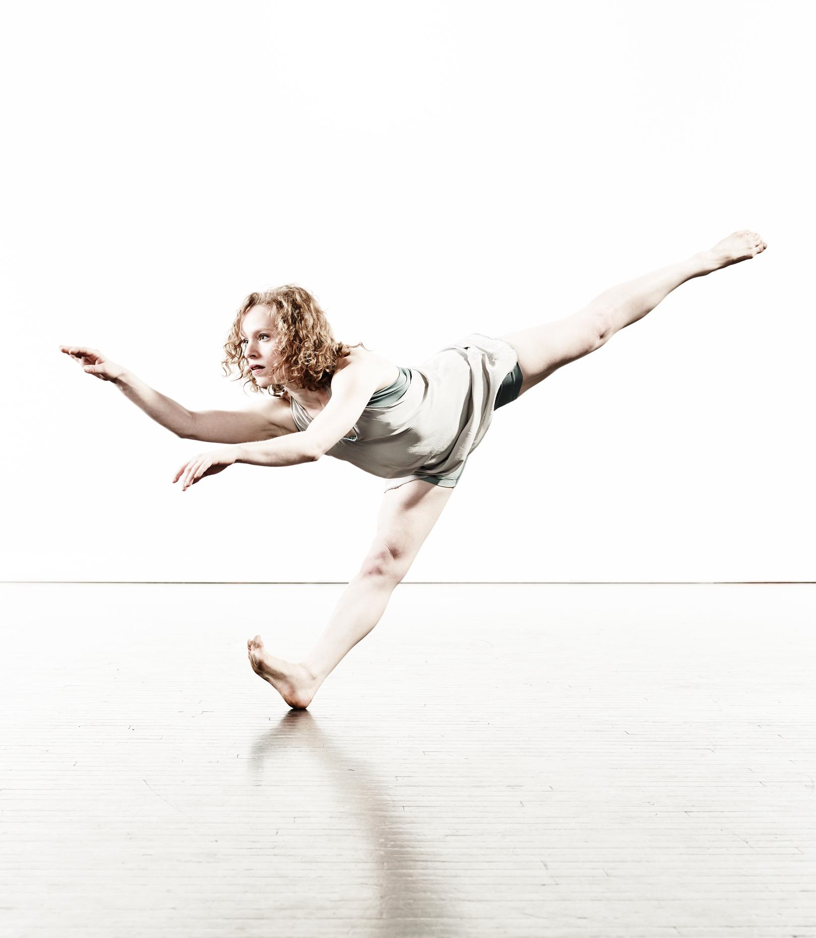 Ririe-Woodbury Derek Israelsen 013 Female Dancer Reaching
