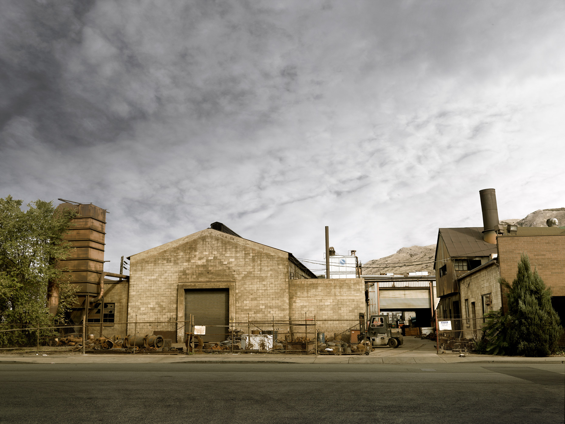 Projects-Editorial-Photography-Derek-Israelsen-008-Foundry_Front.jpg