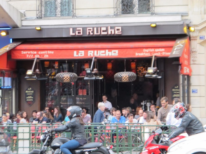 """Casual dining at La Ruche, """"The Beehive,"""" also the name of an atelier in the teens of the last century where poor artists such as Soutine and Modigliani could rent space."""