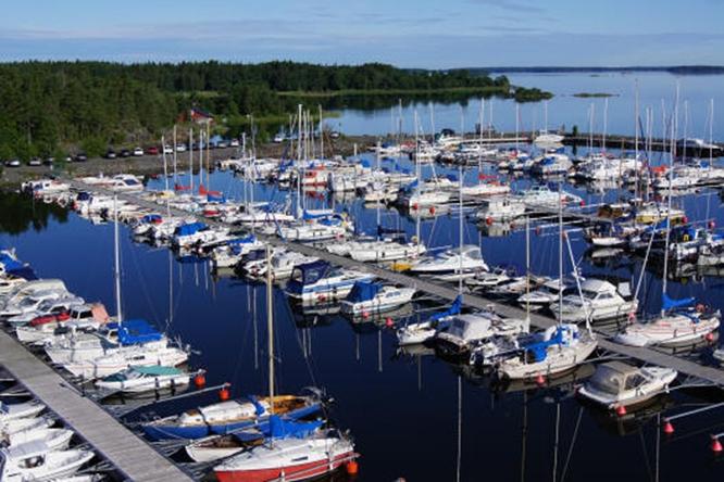 Herräng harbor, a smuggler's paradise, photo www.svenskagasthamnar.se.