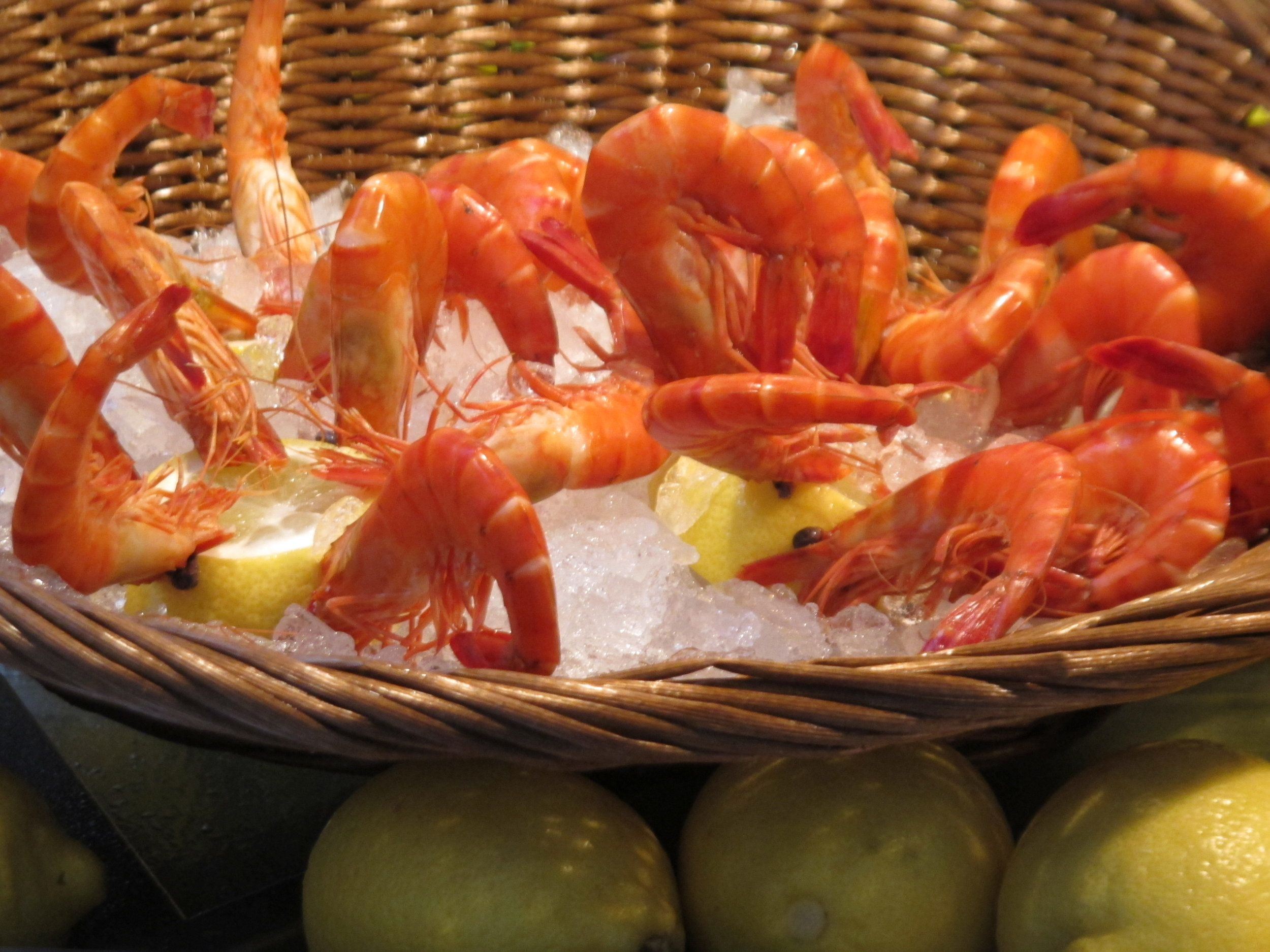 Fresh shrimp outside a seafood restaurant.