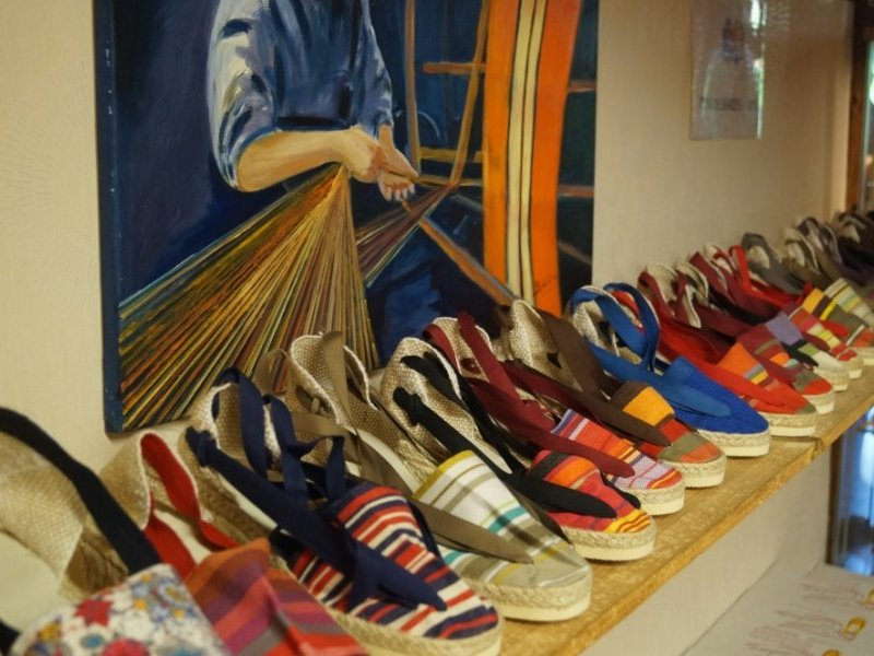 Espadrilles in the colors of Collioure.