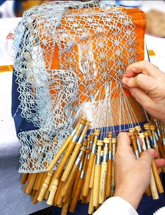 Lace making in Céret.