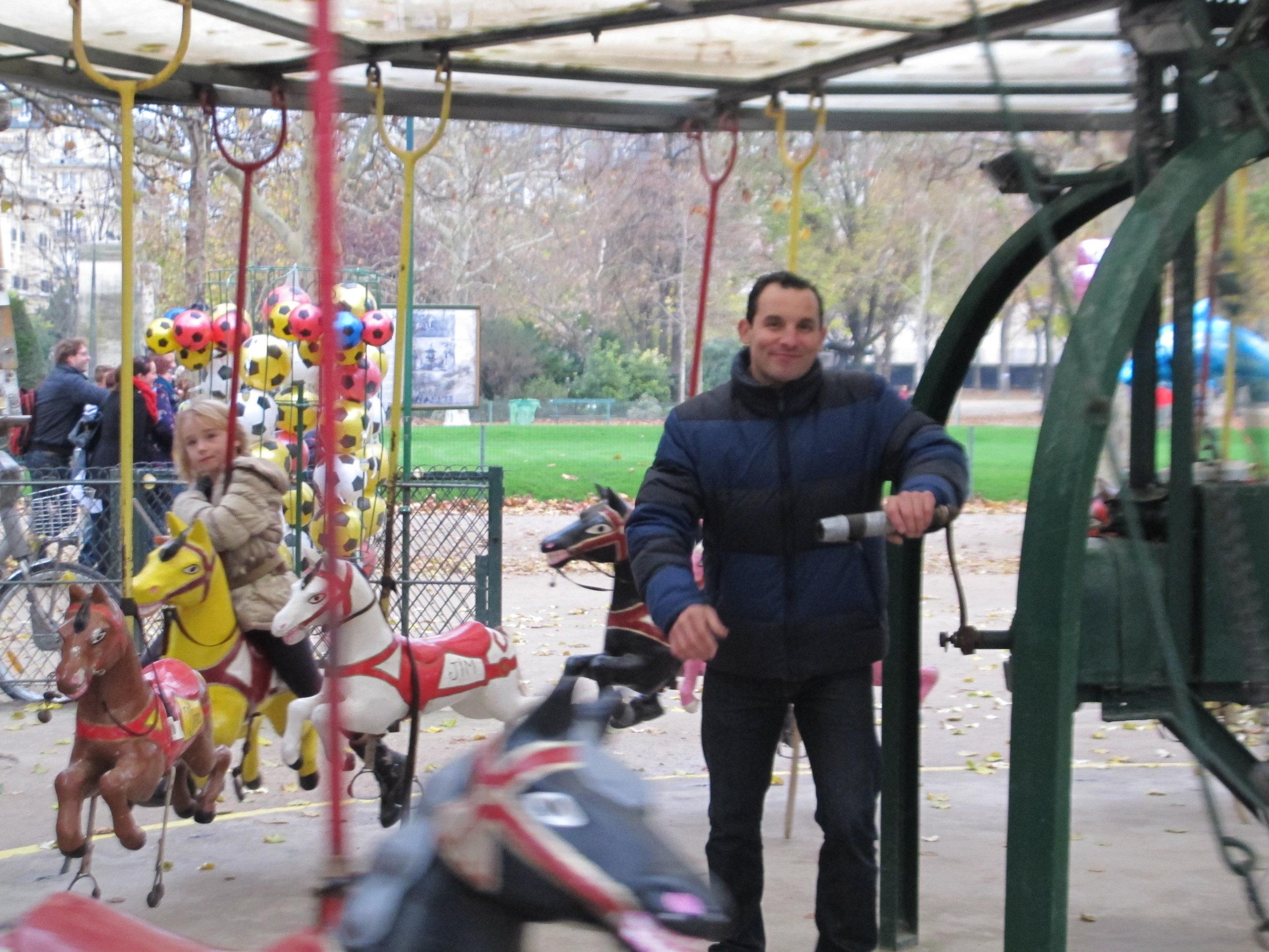 The happiest man in Paris.Photo Travellati Tours.