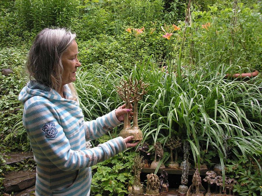 Gerda in her garden. Photo Simona David.