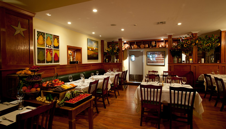 Tarry Tavern's warm and cozy dining room awaiting our arrival. Photo Tarry Tavern.