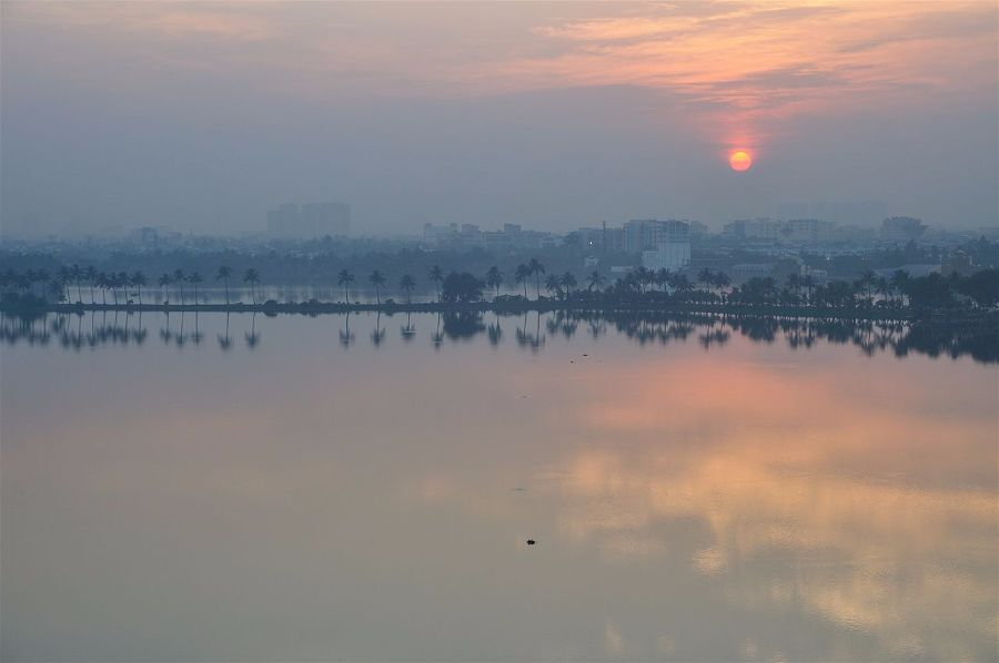 The sun setting over Kolkata, India, on the winter solstice. Photo Biswarup Ganguly.